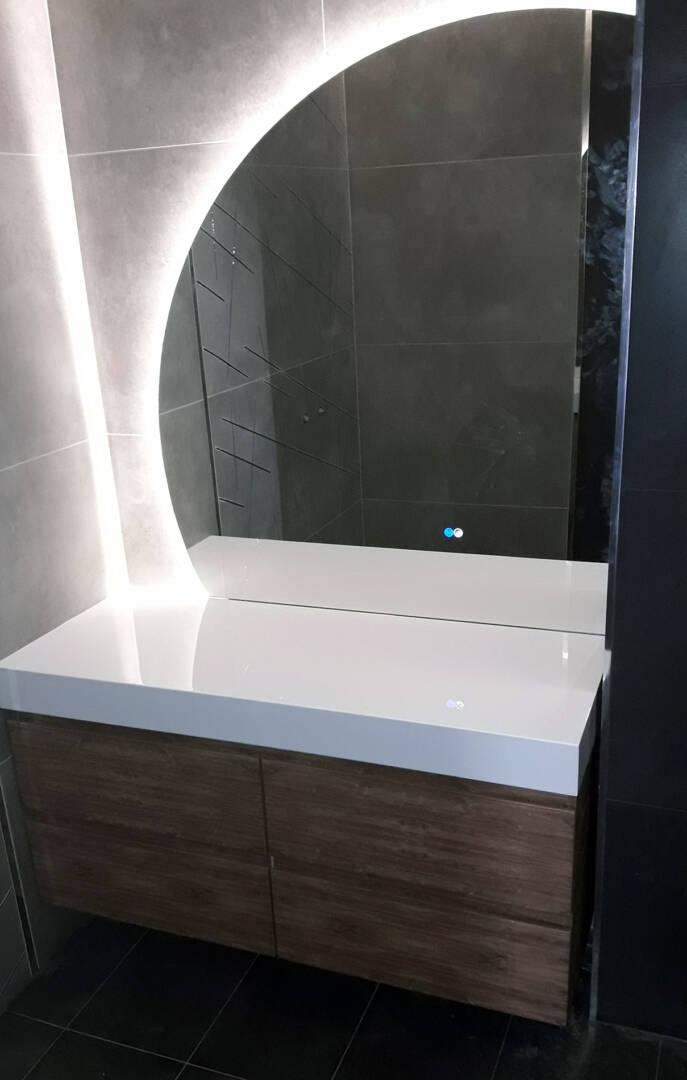 огледало с лед осветление за баня