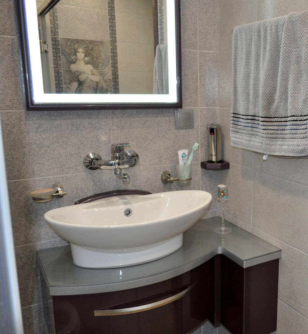 снимка на мебел за баня